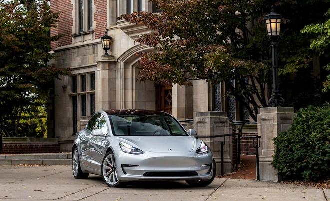 Tesla Model 3 duoc tro gia 3.000 USD anh 2