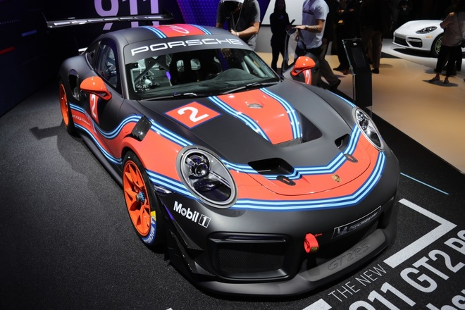 Porsche 911 GT2 RS ban duong dua gia gan nua trieu USD hinh anh 2