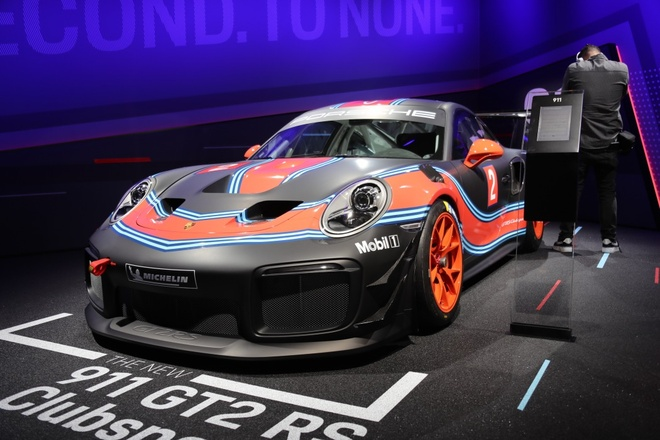 Porsche 911 GT2 RS ban duong dua gia gan nua trieu USD hinh anh 1