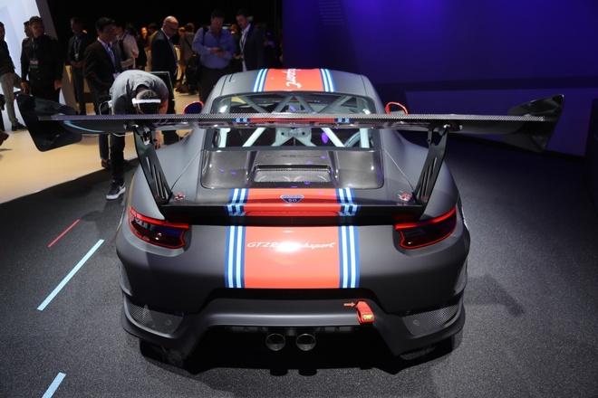 Porsche 911 GT2 RS ban duong dua gia gan nua trieu USD hinh anh 4