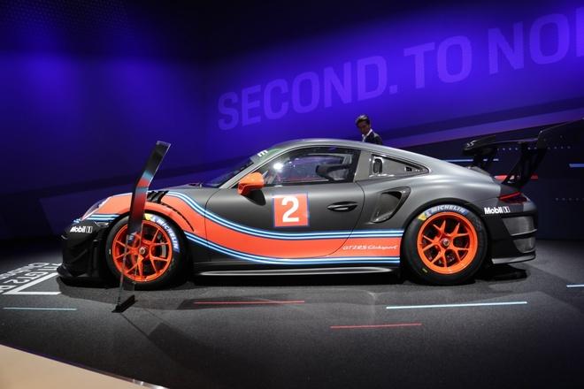 Porsche 911 GT2 RS ban duong dua gia gan nua trieu USD hinh anh 9