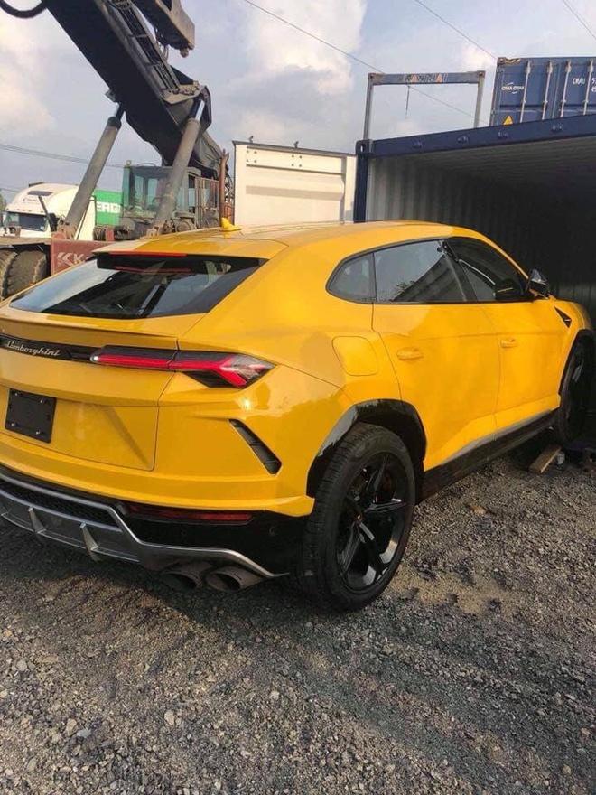 Hình ảnh Lamborghini Urus màu vàng xuất hiện tại cảng Hải Phòng.Ảnh: XSX Automotive Photography.
