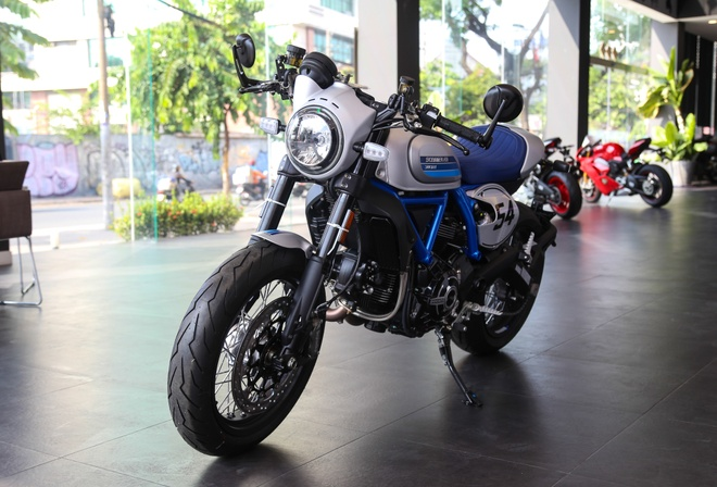 Ducati Scrambler Cafe Racer 2019 chinh hang ve VN, gia hon 400 trieu hinh anh 1