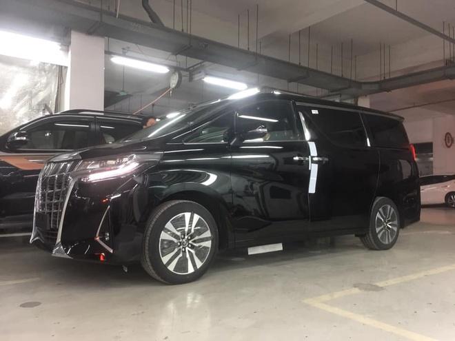 'Chuyen co mat dat' Toyota Alphard 2019 tro lai, tang gia 500 trieu hinh anh