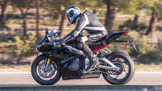 Sportbike Triumph Daytona 765 chay thu nghiem, cho ngay ra mat hinh anh