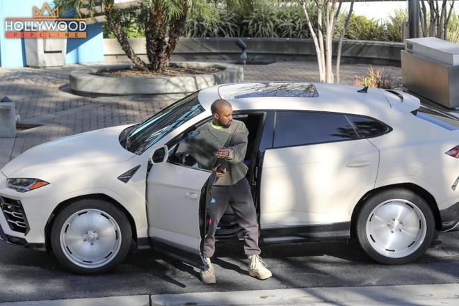 Rapper choi troi voi 'sieu bo' Lamborghini Urus do banh khung hinh anh 3