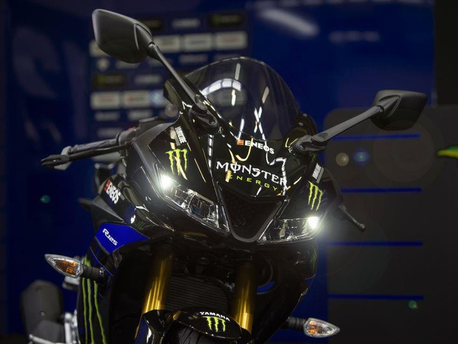Yamaha YZF-R15 co them phien ban Monster Energy MotoGP 2019 hinh anh 3