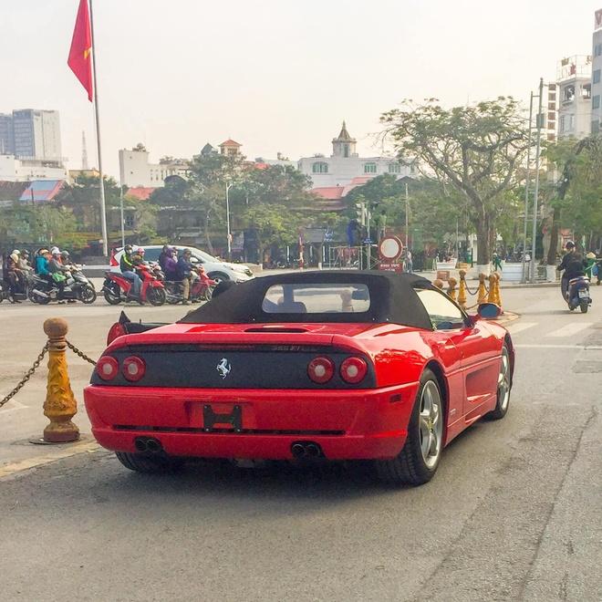 Ferrari F355 Spider doc nhat Viet Nam xuong pho anh 7