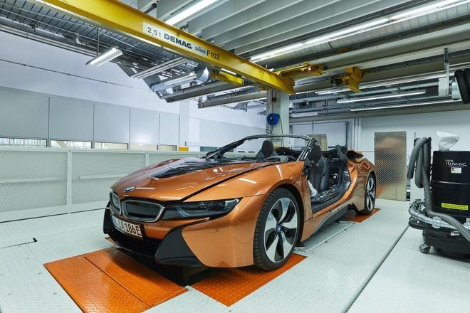 BMW i8 Roadster lot xac thanh Safety Car tai giai dua Formula E hinh anh 1