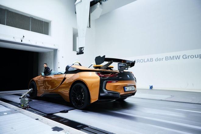 BMW i8 Roadster lot xac thanh Safety Car tai giai dua Formula E hinh anh 5