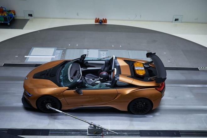 BMW i8 Roadster lot xac thanh Safety Car tai giai dua Formula E hinh anh 6
