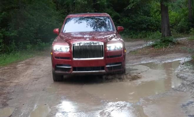 SUV sieu sang Rolls-Royce Cullinan vuot dia hinh nhu 'xe co' hinh anh 1