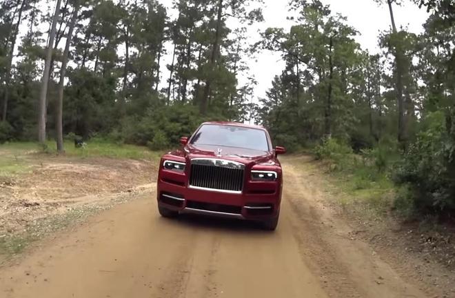 SUV sieu sang Rolls-Royce Cullinan vuot dia hinh nhu 'xe co' hinh anh 2