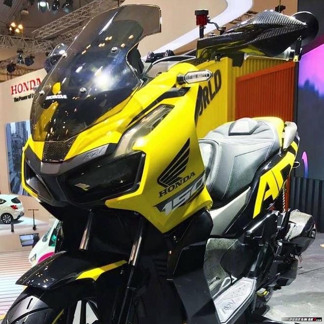 Ngam Honda ADV 150 ban do ngoai hinh carbon anh 4