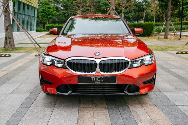 Dưới 2 tỷ, chọn Mercedes-Benz C 200 Exclusive hay BMW 320i Sport Line? - Đánh giá