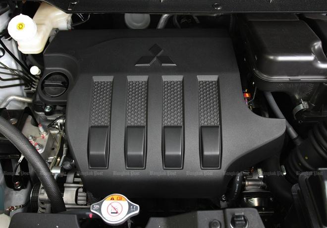 Mitsubishi Xpander Cross tren duong ve dai ly anh 6