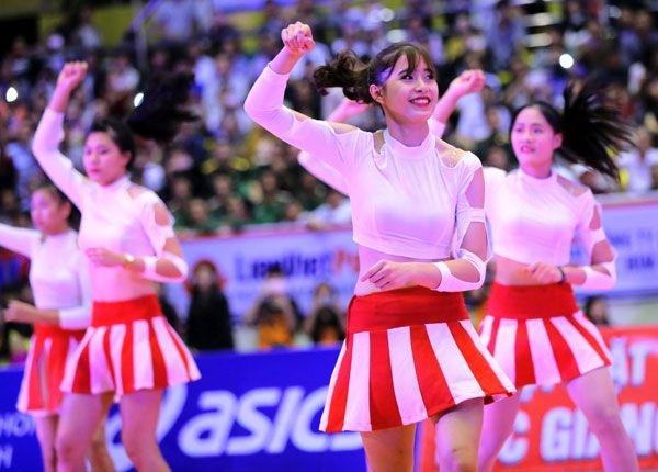 Hot girl Thu Huyen, 'nhac truong' doi bong chuyen U19 Viet Nam hinh anh 6