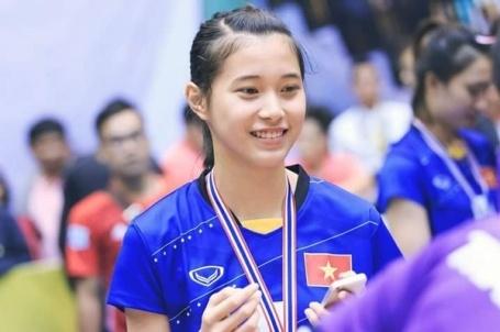 Hot girl Thu Huyen, 'nhac truong' doi bong chuyen U19 Viet Nam hinh anh 3