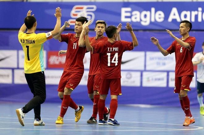 DT Futsal Viet Nam thang dam chu nha Trung Quoc tai giai Tu hung hinh anh