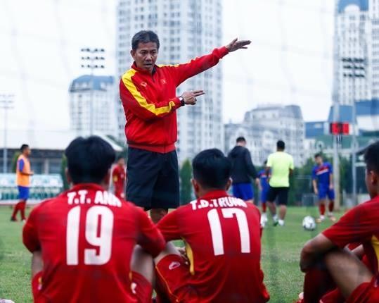 Tuyen U19 Viet Nam that vong vi Indonesia cho tap mat san xau hinh anh