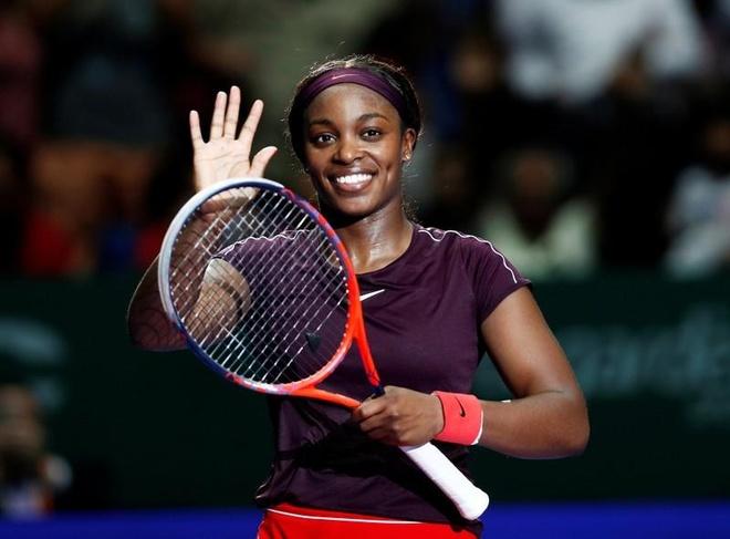 Nhoc nhan ha Osaka, Stephens thang tran dau tien tai WTA Finals hinh anh