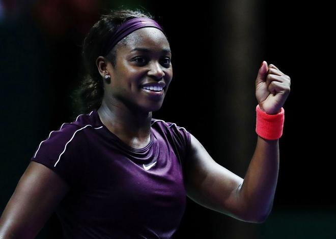 Stephens nguoc dong an tuong, vao chung ket WTA Finals gap Svitolina hinh anh