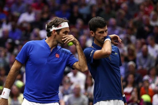 Ban ket trong mo giua Federer va Djokovic tai Paris Masters hinh anh