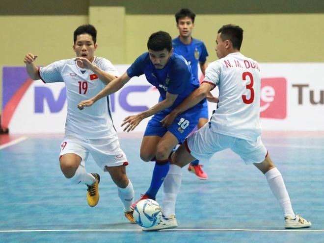 Thua nguoc Thai Lan, DT futsal Viet Nam gap Malaysia tai ban ket hinh anh