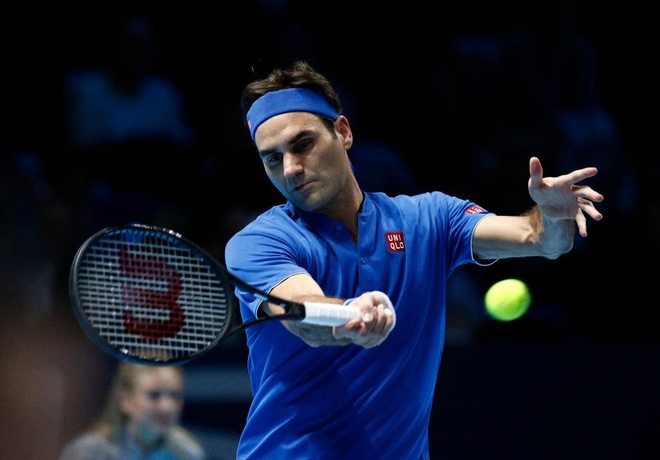 Thang de Dominic Thiem, Federer rong cua vao ban ket ATP Finals hinh anh 1