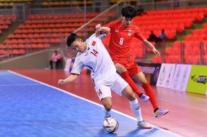 Thang Malaysia, U20 futsal Viet Nam lot vao vong chung ket chau A hinh anh