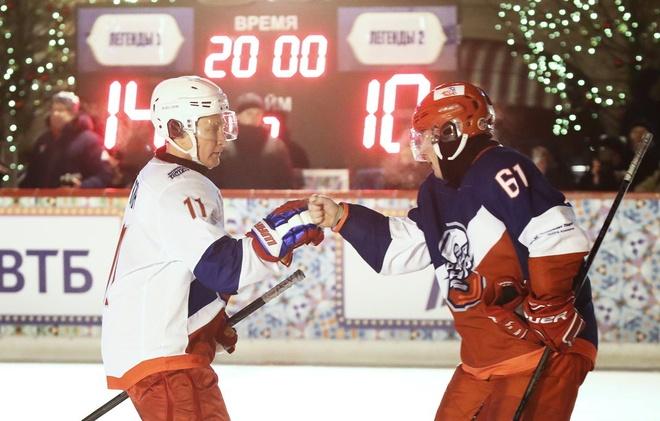 Tong thong Putin ghi ban trong tran dau hockey tai Moscow hinh anh 1
