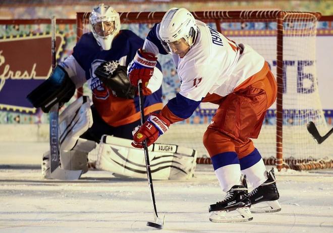 Tong thong Putin ghi ban trong tran dau hockey tai Moscow hinh anh