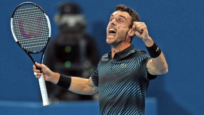 Djokovic khong giu duoc binh tinh khi de thua tai ban ket Qatar Open hinh anh 1