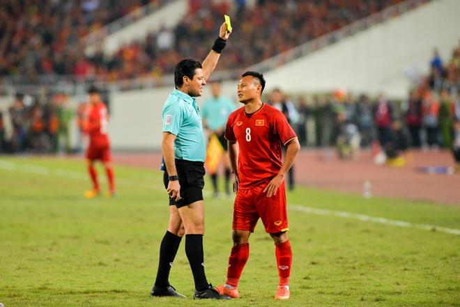 Trong tai cam coi chung ket luot ve AFF Cup bat tran Viet Nam - Jordan hinh anh