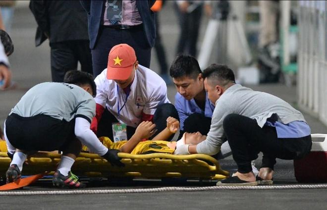 Cau thu U23 Brunei nhap vien khan cap do chan thuong nang hinh anh 2