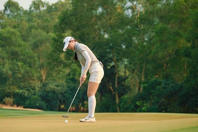 Golfer nu xinh dep len ngoi tai giai Faldo Series Asia 2019 hinh anh 1