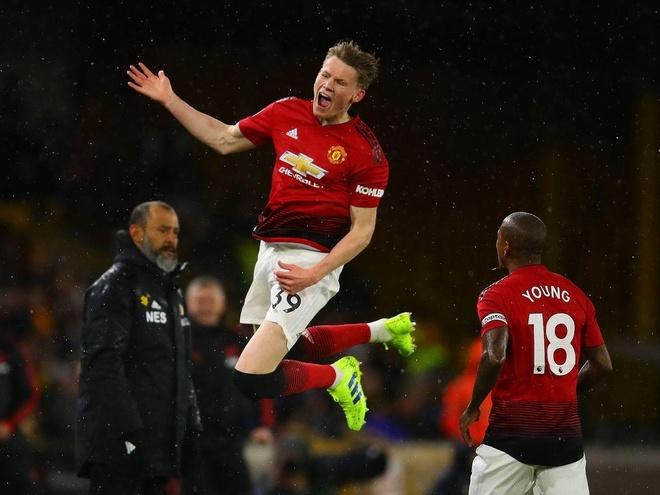 Man United doi mat khung hoang hang thu hinh anh 2