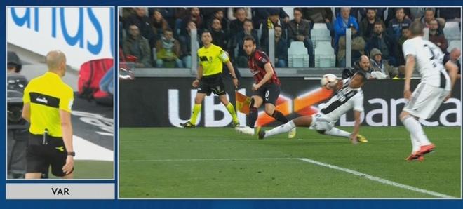 'Trong tai cuop chien thang cua Milan truoc Juventus' hinh anh 1