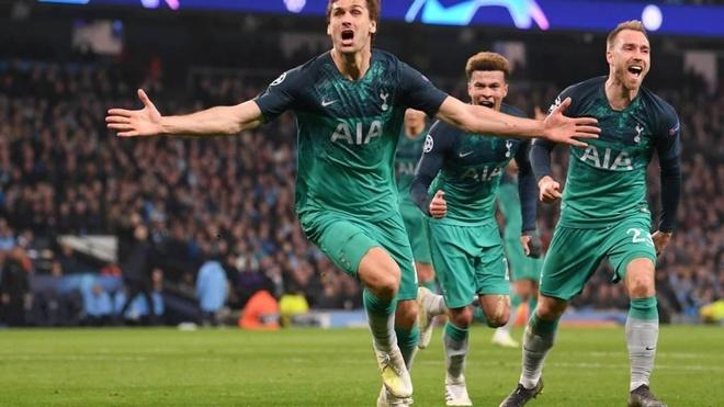 HLV Pochettino thua nhan Tottenham da 'song lai tu coi chet' hinh anh 2