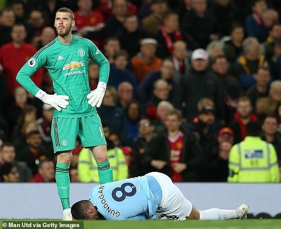 Ha MU, Man City tien buoc dai trong cuoc dua vo dich Premier League hinh anh 1