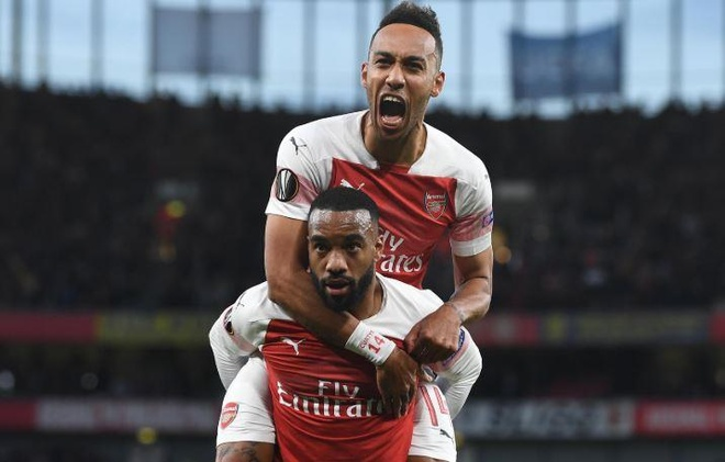 Lacazette lap cu dup, Arsenal rong cua vao chung ket Europa League hinh anh 2