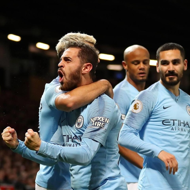 Ha MU, Man City tien buoc dai trong cuoc dua vo dich Premier League hinh anh 2