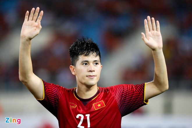 Thanh Chung thay Dinh Trong du King's Cup cung tuyen Viet Nam hinh anh 1