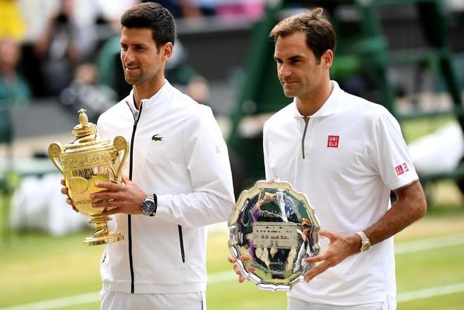 Federer than tho nhin Djokovic nang cup tai Wimbledon hinh anh 7
