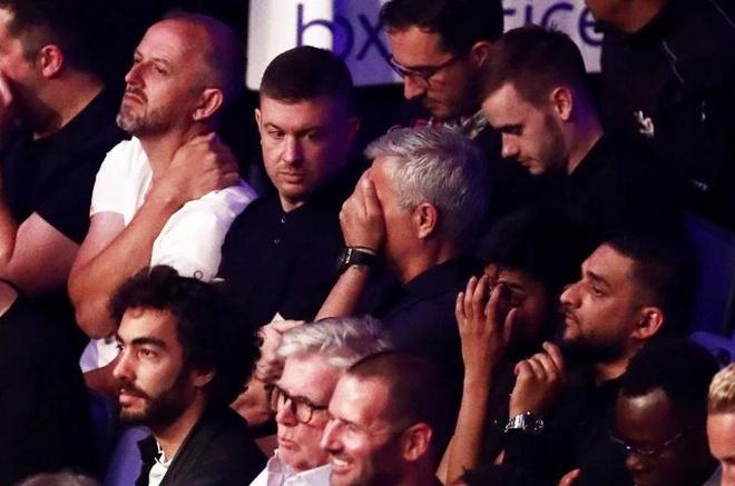 Jose Mourinho che mat sau khi chung kien 'Te giac trang' bi knock-out hinh anh 2