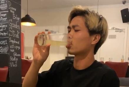 Cong Phuong duoc dong doi 'giai sau' sau tran dau ngoi du bi hinh anh
