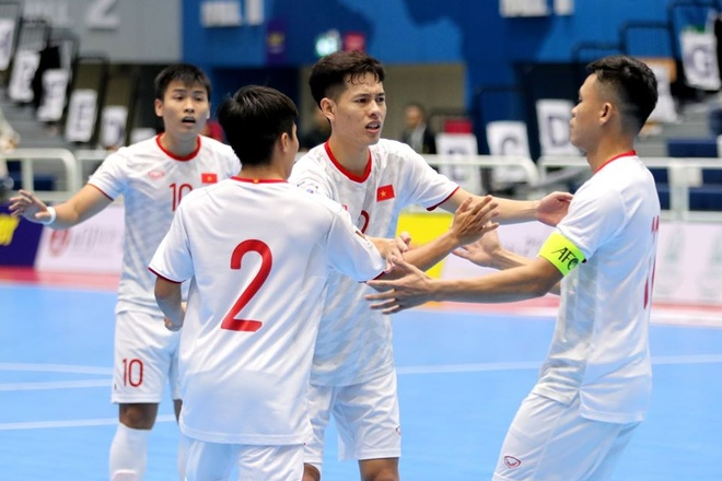 Futsal Viet Nam gianh chien thang 3-1 truoc Oman hinh anh