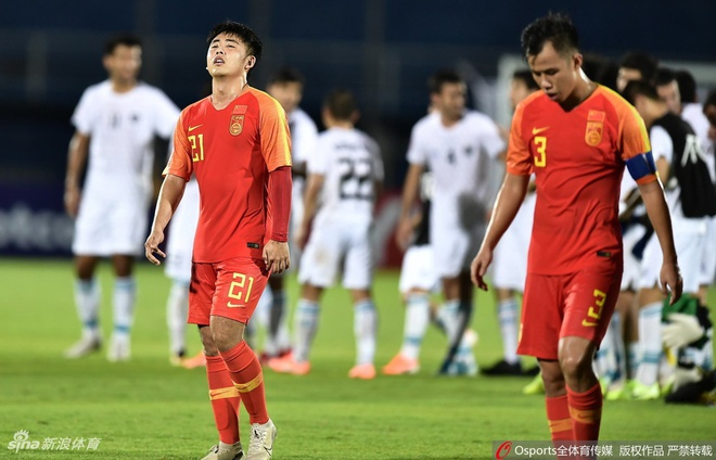 U23 Trung Quoc ve nuoc bang chuyen bay hang pho thong hinh anh 1 t17.jpg