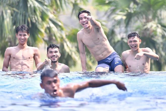 Cau thu U23 Thai Lan thu gian o be boi sau khi vao tu ket giai chau A hinh anh 1 tl1.jpg