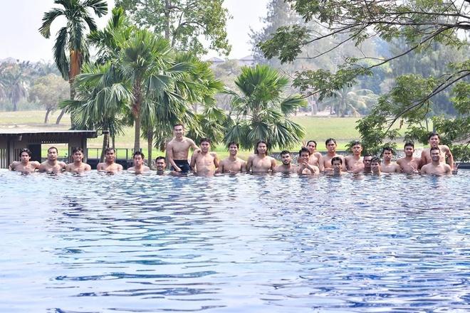 Cau thu U23 Thai Lan thu gian o be boi sau khi vao tu ket giai chau A hinh anh 8 tl10.jpg